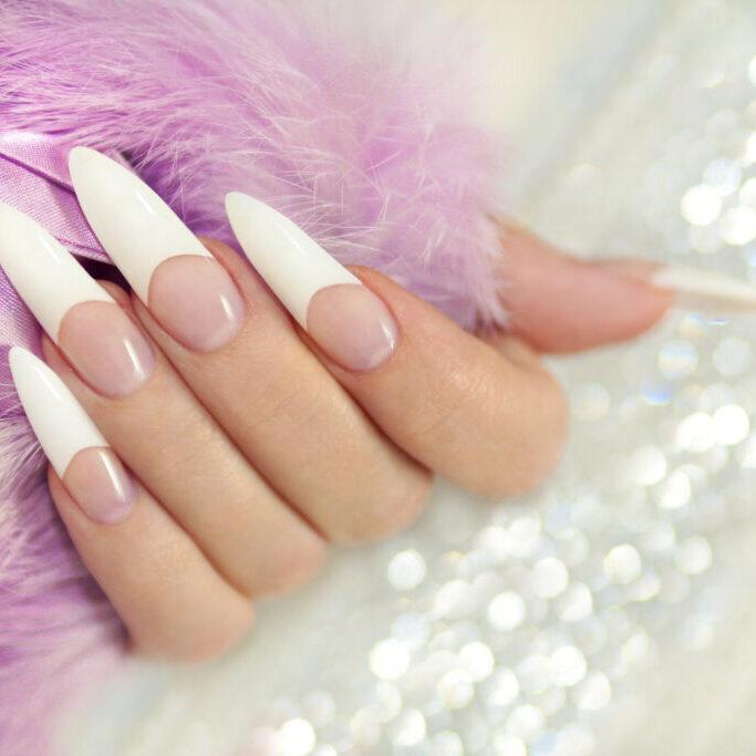 Блестящие ногти.